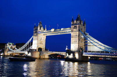 Tower Bridge - http://www.flickr.com/photos/38033723@N00/3402025322/