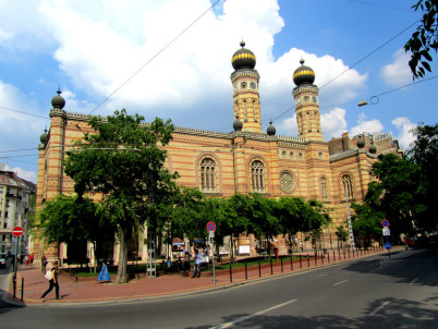 Velká synagoga  - https://www.flickr.com/photos/vegamaster/5750297382