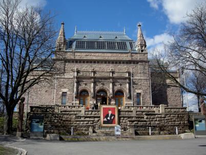 Muzeum umění - https://www.flickr.com/photos/suviko/2431260516/