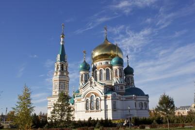 Uspenský chrám - https://commons.wikimedia.org/wiki/File:Cathedral_of_the_Dormition_in_Omsk.jpg