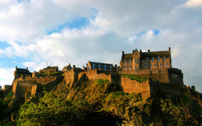 Hrad Edinburgh ze severu - https://www.flickr.com/photos/topaz-mcnumpty/5936756166