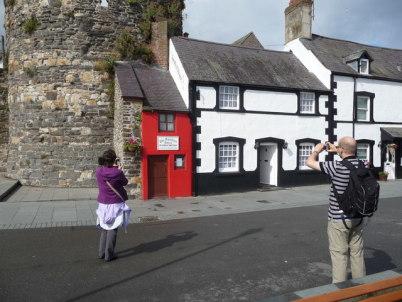 Nejmenší dům v Británii - http://www.geograph.org.uk/photo/1963296