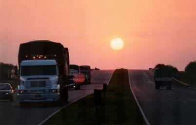 Národní silnice 7 v Argentině - http://en.wikipedia.org/wiki/File:JUNIN_Ruta_7_001.jpg