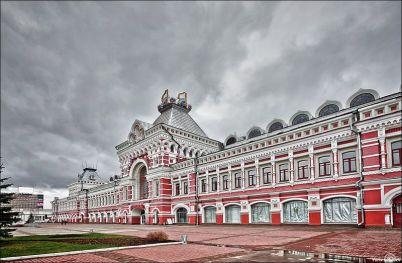 Veletržní palác - https://commons.wikimedia.org/wiki/File:Main_Fair_building_in_Nizhny_Novgorod.jpg