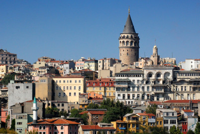 Čtvrť Galata s dominantou v pozadí - Galatskou věží - https://www.flickr.com/photos/onnufry/1879323765
