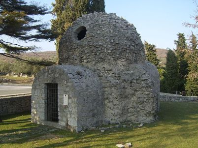 Kostelík sv. Donata - https://commons.wikimedia.org/wiki/File:Crikva_sveti_Dunat_1.jpg?uselang=cs