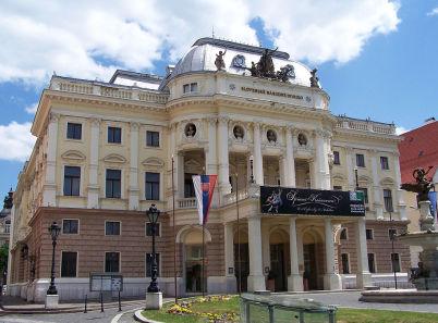 Slovenské národní divadlo - https://commons.wikimedia.org/wiki/File:Bratislava_0647.jpg