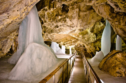 L´adová jeskyně - https://www.flickr.com/photos/michaelcamilleri/7997492732/in/photolist-dbHeXJ
