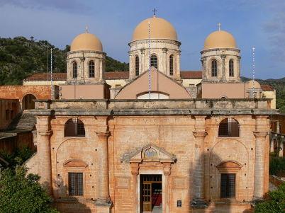 Agia Triada - https://commons.wikimedia.org/wiki/File:Agia_Triada_Klosterkirche_-_Fassade.jpg?uselang=cs