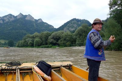 Plť na Dunajci - https://commons.wikimedia.org/wiki/File:Cerveny_Klastor_plte3.JPG?uselang=cs