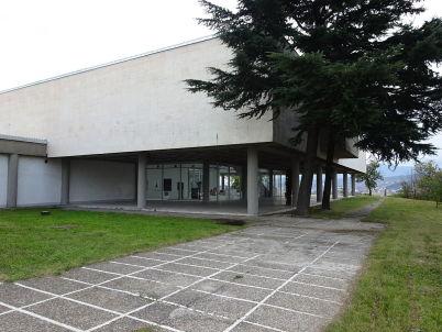 Muzeum současného umění  - https://commons.wikimedia.org/wiki/File:Muzej_na_sovremena_umetnost_(12).JPG