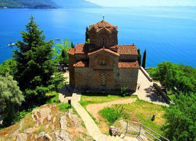 Kostel St. John Kaneo - https://commons.wikimedia.org/wiki/File%3A1%2COhrid%2C_133.JPG