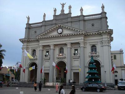 Katedrála Sv. Lucie  - https://en.wikipedia.org/wiki/St._Lucia%27s_Cathedral#/media/File:St._Lucia%27s_Cathedral,_Colombo,_Sri_Lanka.jpg
