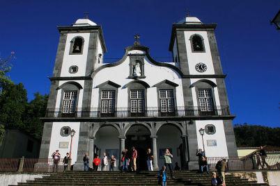 Kostel Nossa Senhora do Monte - https://commons.wikimedia.org/wiki/File:Nossa_Senhora_do_Monte.jpg