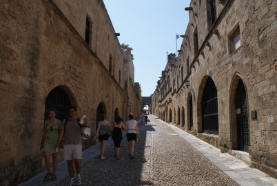 Ulice rytířů na Rhodosu - https://www.flickr.com/photos/dspender/4418647486/