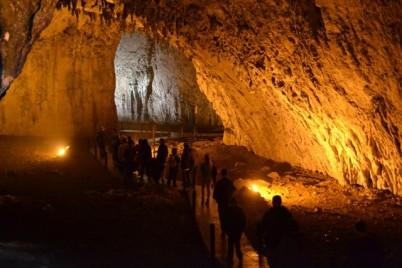 Jeskyně Bijambare - http://www.zppks.ba/bijambare/o-podrucju