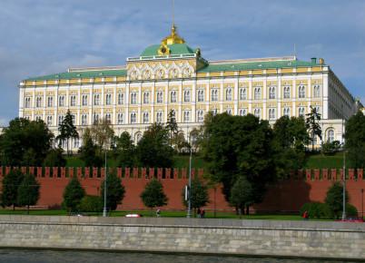 Zbrojnice - https://commons.wikimedia.org/wiki/File:Grand_Kremlin_Palace,_Moscow.jpg