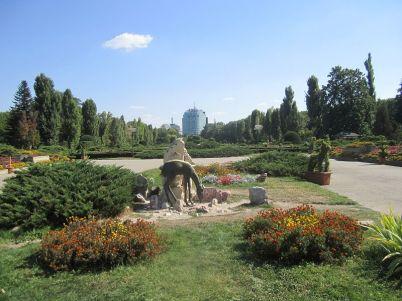 Park Herastrau, Bukurešť - https://commons.wikimedia.org/wiki/File:Parcul_Herastrau_park_Bucharest_Bucuresti_Romania.JPG