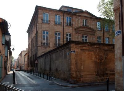 Centre d´art Caumont - https://commons.wikimedia.org/wiki/File:H%C3%B4tel_de_Caumont,_1,_rue_Joseph-Cabassol,_Aix-en-Provence,_volume.jpg