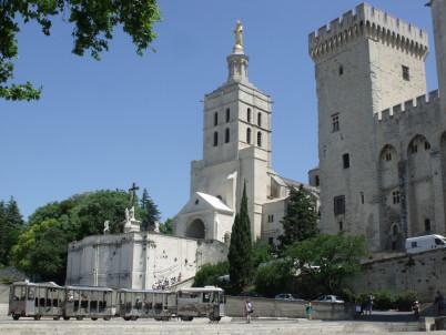 Katedrála v Avignonu - https://www.flickr.com/photos/ell-r-brown/5816035977
