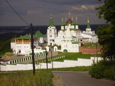 Pečerský klášter - https://commons.wikimedia.org/wiki/File:Nizhny_Novgorod_Pechersky_Monastery.JPG
