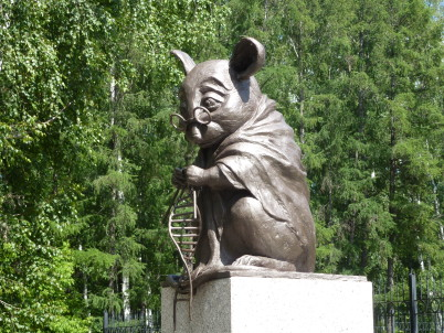 Laboratorní myš - https://commons.wikimedia.org/wiki/File:Monument_to_lab_mouse-1.JPG