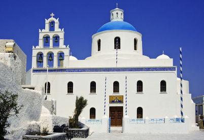 Kostel Panagia v Oiu  - https://en.wikipedia.org/wiki/Oia,_Greece#/media/File:Church,_Oia,_Santorini_(1360186561).jpg