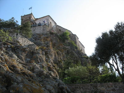Kostel sladce líbající Panny Marie v Petře - https://commons.wikimedia.org/wiki/File:Panagia_Glukofilousa_Petras_II.jpg?uselang=cs