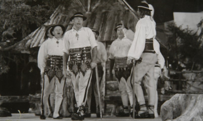 ilustrační foto, festival Zakopané - https://commons.wikimedia.org/wiki/File:ZESP%C3%93%C5%81_%22MA%C5%9ANIAKI%22_-_%22BAC%C3%93WKA%22_-_MFFZG_Zakopane_-_1974r...jpg