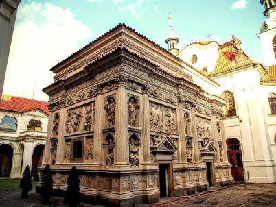 Loreta Praha - https://commons.wikimedia.org/wiki/File:Pra%C5%BEsk%C3%A1_Loreta_-_kaple_Panny_Marie_4.jpg