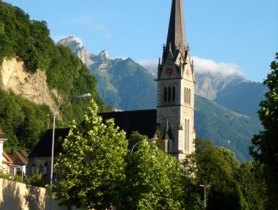 Katedrála svatého Florina - https://commons.wikimedia.org/wiki/File:Church_vaduz.png
