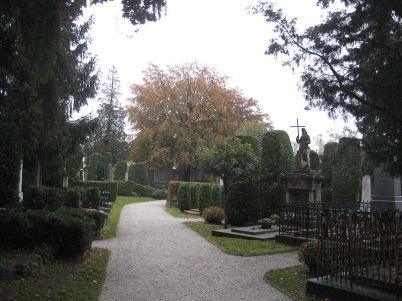 varaždinský hřbitov - https://commons.wikimedia.org/wiki/File:Varazdin_Cementry4,_Croatia.JPG