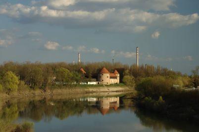 Pevnost v Sisaku - https://commons.wikimedia.org/wiki/File:Sisak,_pevnost_a_%C5%99eka_Kupa.jpg?uselang=cs
