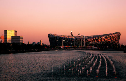 Pekingský národní stadion - https://en.wikipedia.org/wiki/Beijing_National_Stadium#/media/File:Beijing_National_Stadium_1.jpg