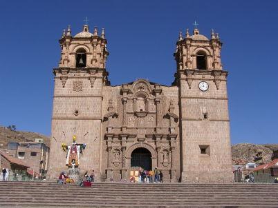 Catedral de Puno - https://commons.wikimedia.org/wiki/File:P8100195_kerk_Puno_Peru.JPG
