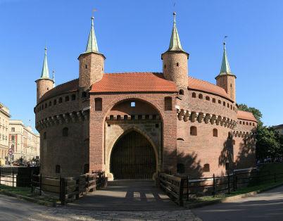 Barbakán - https://commons.wikimedia.org/wiki/File:Krakow_Barbakan_G74.jpg?uselang=cs