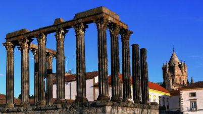 Templo Romano - https://commons.wikimedia.org/wiki/File:%C3%89vora_romana.jpg