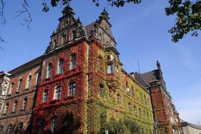 Národní  muzeum - https://commons.wikimedia.org/wiki/File:Muzeum_Narodowe_we_Wroc%C5%82awiu_fot_B_Maliszewska.jpg?uselang=cs