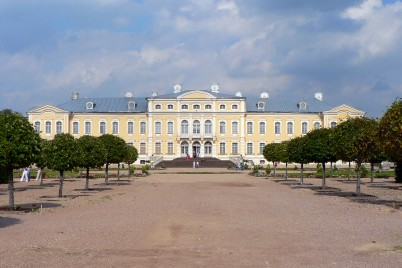 zámek Rundále, Lotyšsko - https://cs.wikipedia.org/wiki/Soubor:Latvia_Rund%C4%81le_palace_1.jpg