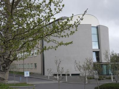 Národní muzeum Islandu - https://www.flickr.com/photos/reabhecc/8891582338/in/photolist-exHFDL-8T11Bz-9PxnP5-9PAo7T-9PDdE7-9Pxr2w-cBZrx1-6ctRag-4tbVJ6-66w7mi-df5amt-6ctRnp-GcRry1-9Pxn53-9PAm2t-exEveV-4tbVU4-9PDcCj-otXeX7-oetEkQ-otX2V1-oeu549-DHR6wJ-oxJBfr-9PuvfZ-ovLu91-oxJHF2-ovX4Y3-ovGwvk-9PAn2P-6cxYZG-GBXv2n-4tbVoF-71biTJ-6cxYCY-6ctR2F-GFGtEk-6PEkZQ-EvdE9o-6ctQXR-Fh5Mxo-ERPv2W-F8HWuY-En1ud6-oqYVQi-6PAdJK-6PAdQK-6PEks3-6ghccQ-6NSyKd