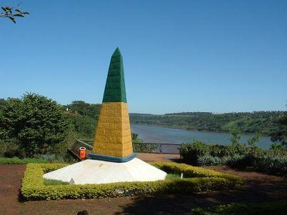 Park tří hranic, Foz, Brazílie - https://commons.wikimedia.org/wiki/File:Marco_das_3_fronteiras.jpg