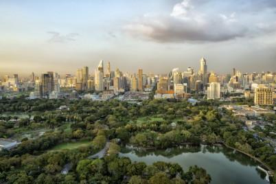 Výhled na Lumphini park v Bangkoku - https://www.flickr.com/photos/massimo_riserbo/42726964020/