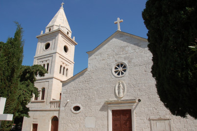 Kostel sv. Juraje - https://www.flickr.com/photos/jamesstringer/8722677310/
