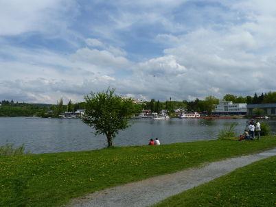 Brněnská přehrada - https://commons.wikimedia.org/wiki/File:Brn%C4%9Bnsk%C3%A1_p%C5%99ehrada,_zah%C3%A1jen%C3%AD_plavebn%C3%AD_sezony_2010_(13).JPG