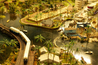 Miniatur Wunderland - https://www.flickr.com/photos/chrisstangier/8316099448/