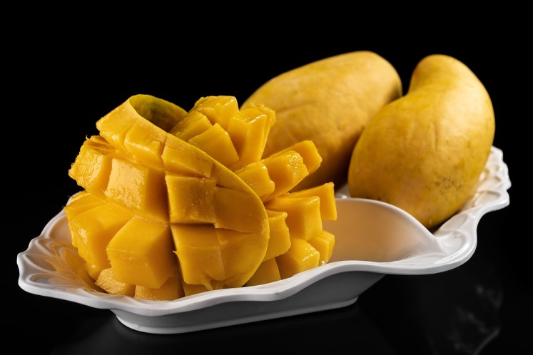 Oblíbené sladké mango a konzumace formou ježka z kostiček