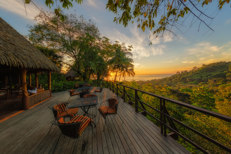 Východ slunce z Lapa Rios Ecolodge v Kostarice