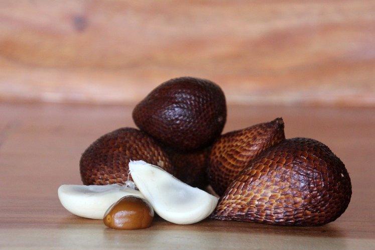 Snake fruit s dužinou a peckou
