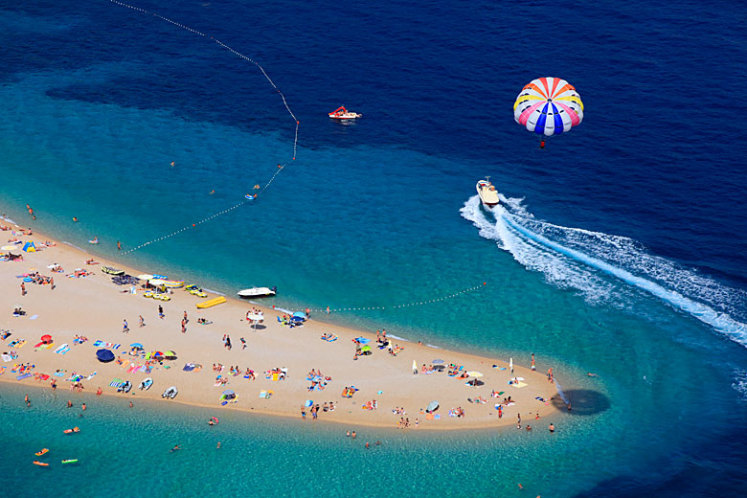 Na ostrově Brač najdete nejznámější pláž v Chorvatsku Zlatni rat