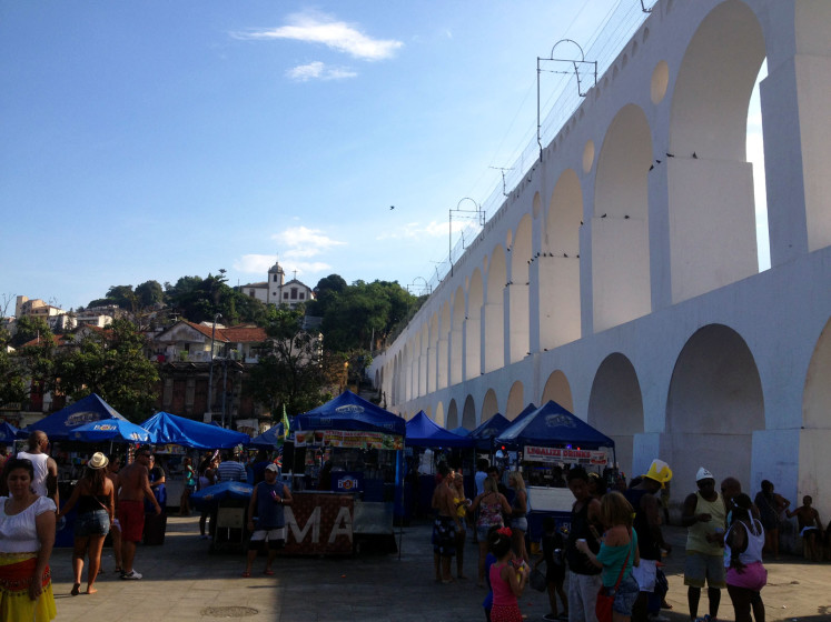 Akvadukt Arcos da Lapa. Lapa je bohémská čtvrť, která v noci ožívá v pravé brazilské mraveniště.